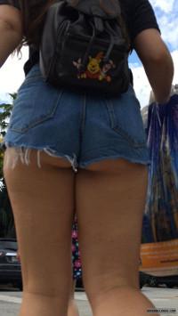 Candid booty milf jeans culote de la dama de negro - 1 part 10