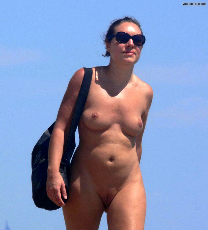 flat chested nude beacj