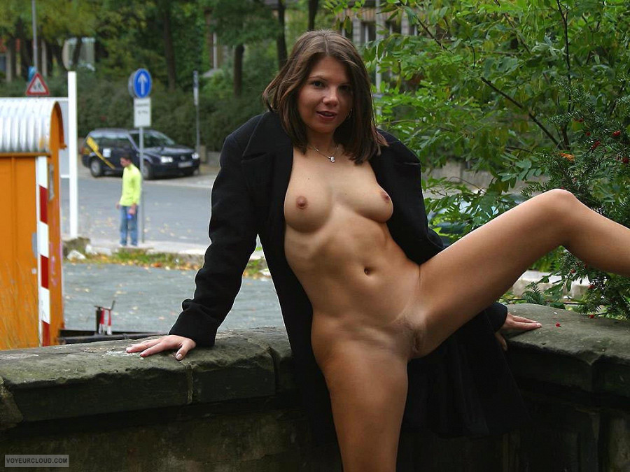 nackt in der stadt   sexy wife claudia amp tina   the free voyeurcloud