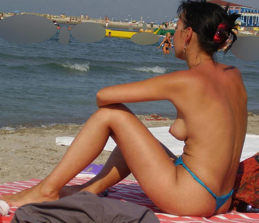 Topless Beach Hottie: Voyeur Photos
