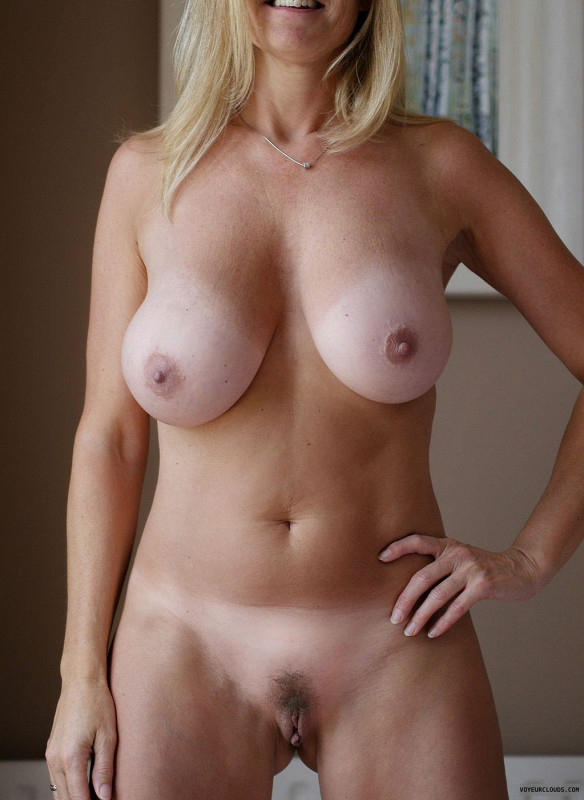 sexy nude wife tanlines