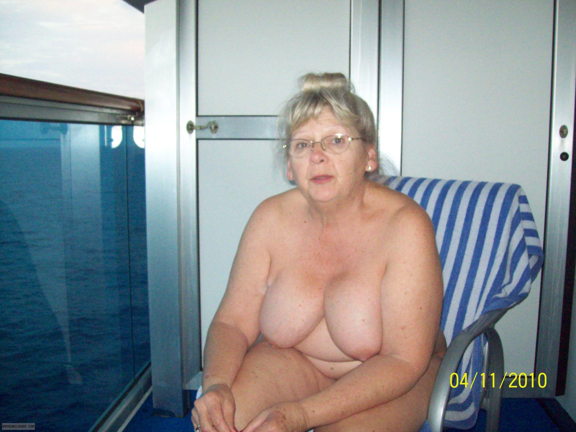 monica bellucci hot pics nued boobs