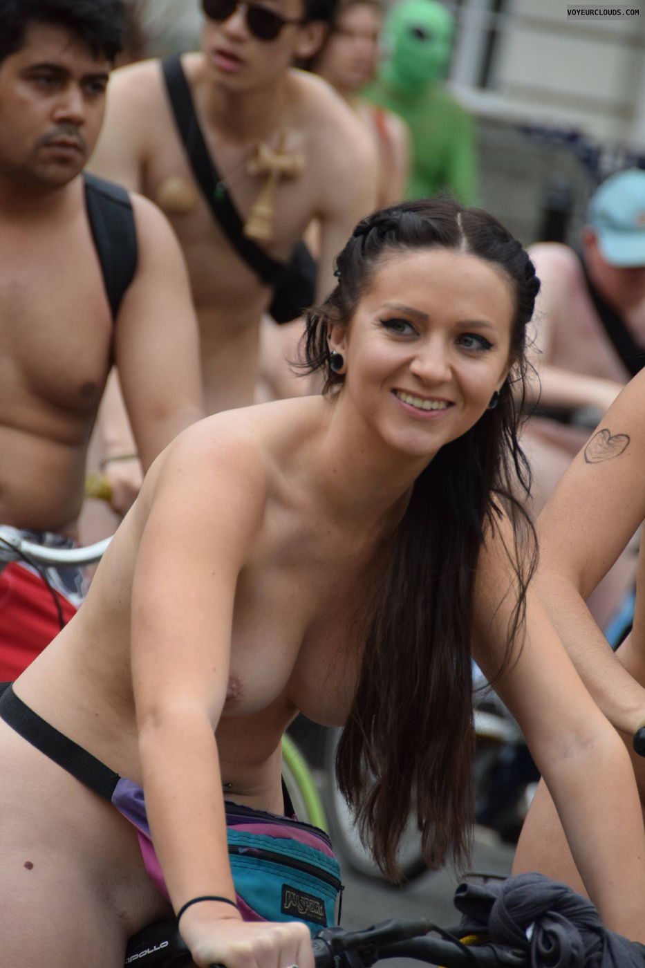 Naked girls that shows boobs